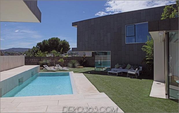 barcelona-house-mit-imposanten aussenansicht-und-süßen-zentralhof-4.jpg