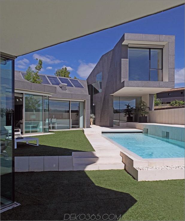 barcelona-house-mit-imposanten aussenansicht-und-süßen-zentralhof-5.jpg