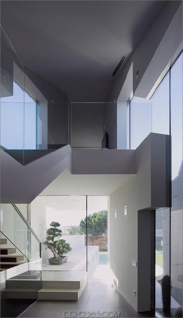 barcelona-house-mit-imposanten aussenansicht-und-süßen-zentralen-hof-7.jpg