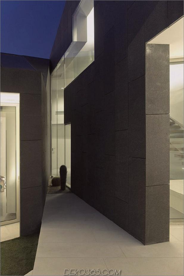 barcelona-haus-mit-imposanten aussenansicht-und-süßen-zentralhof-14.jpg