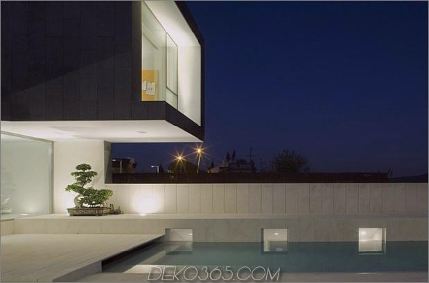 barcelona-house-mit-imposanten aussenansicht-und-süßen-zentralen-hof-17.jpg