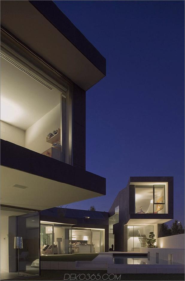barcelona-house-mit-imposanten aussenansicht-und-süßen-zentralhof-18.jpg