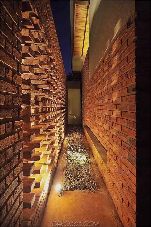 Baum durchbohrt das Dach und andere verwegene Details im Ziegelhaus_5c598f395c7fe.jpg
