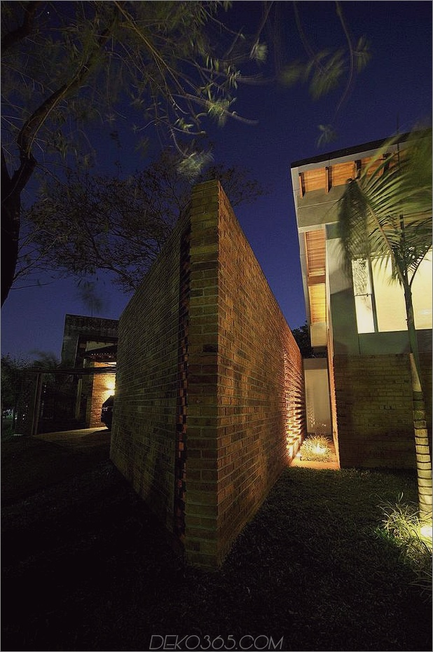 Baum durchbohrt das Dach und andere verwegene Details im Ziegelhaus_5c598f3a282d5.jpg
