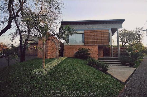 Baum durchbohrt das Dach und andere verwegene Details im Ziegelhaus_5c598f3b24bd3.jpg