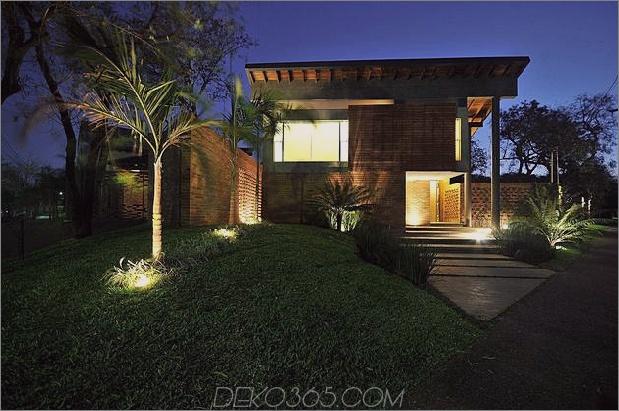 Baum durchbohrt das Dach und andere verwegene Details im Ziegelhaus_5c598f3b82230.jpg