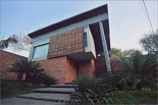 Baum durchbohrt das Dach und andere verwegene Details im Ziegelhaus_5c598f3c1c38d.jpg