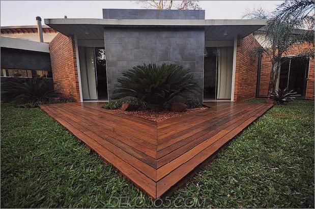 Baum durchbohrt das Dach und andere verwegene Details im Ziegelhaus_5c598f4276147.jpg