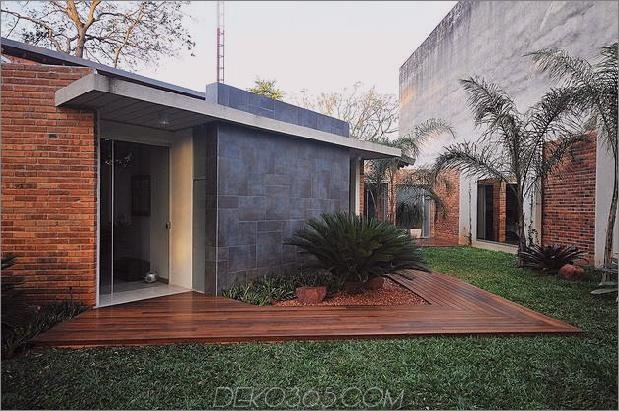 Baum durchbohrt das Dach und andere verwegene Details im Ziegelhaus_5c598f42e41a9.jpg