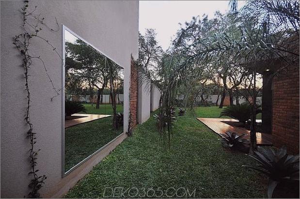 Baum durchbohrt das Dach und andere verwegene Details im Ziegelhaus_5c598f436173e.jpg