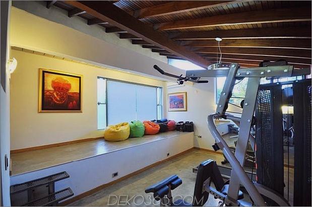 Baum durchbohrt das Dach und andere verwegene Details im Ziegelhaus_5c598f48db630.jpg