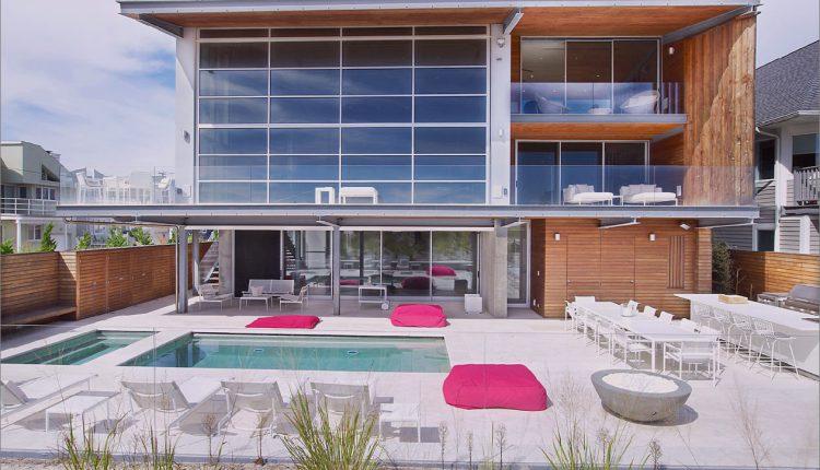 BBS Panel Home mit Terrasse am Pool, die an den Strand grenzt_5c5990a336959.jpg