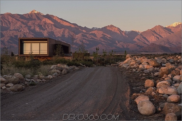 6-minimalistisches Haus-Fluss-Felsen-rostiges-Stahl.jpg