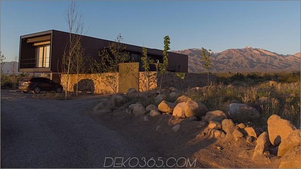 7-minimalistisches Haus-Fluss-Felsen-rostiges-Stahl.jpg