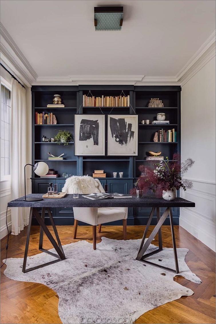 Home Office mit library.jpg 2 Eindrucksvolle Home Offices, die Sie produktiver machen möchten
