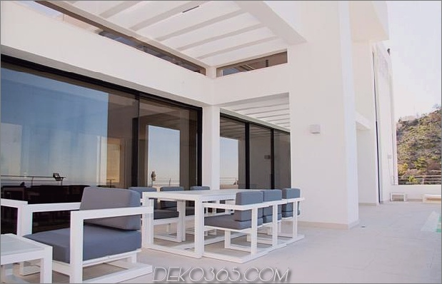 Beton-Home-2nd-Level-Pool-360-Grad-Ansichten-3-Outdoor-Lounge.jpg