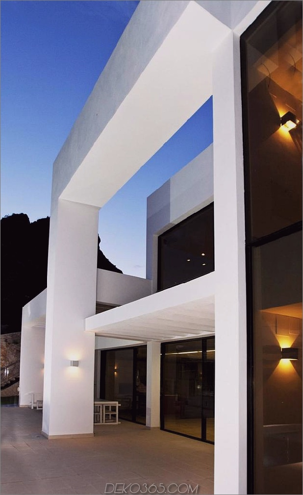 Beton-Haus-2nd-Level-Pool-360-Grad-Ansichten-5-post-and-beam.jpg