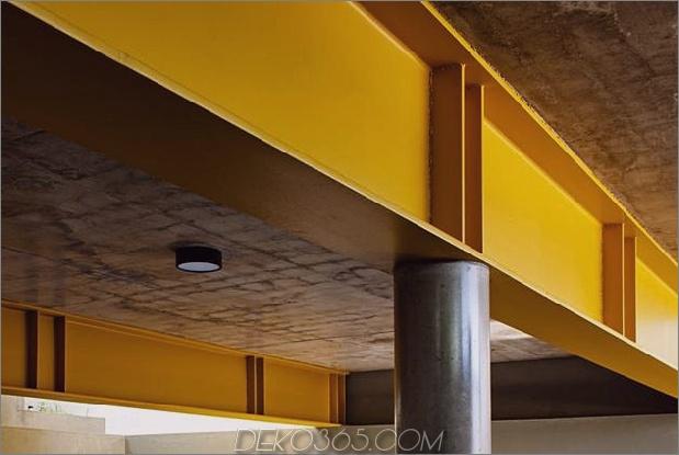Beton-Würfel-Haus-unterstützt-2-gelbe-ich-Balken-4-Garage-Balken.jpg