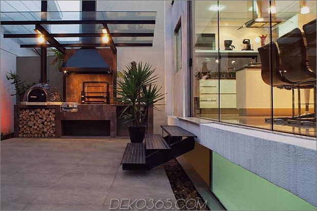 Beton-Würfel-Haus-unterstützt-2-gelbe-ich-Balken-15-Terrasse.jpg