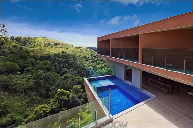 skulptural-betonhaus-gebaut auf einem steilen hang-10.jpg