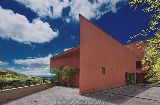 skulpturales Beton-Haus-gebaut auf einem steilen Hang-9.jpg