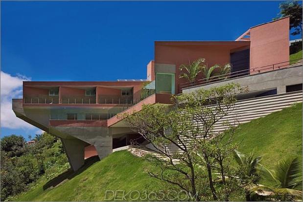 skulpturales Beton-Haus-gebaut auf einem steilen Hang-11.jpg