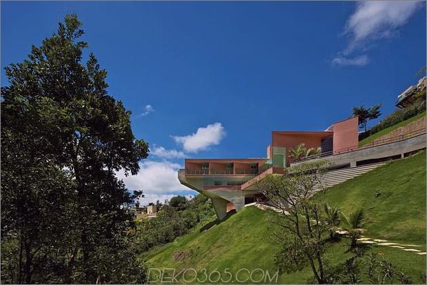 skulpturales Beton-Haus-gebaut auf einem steilen Hang-12.jpg