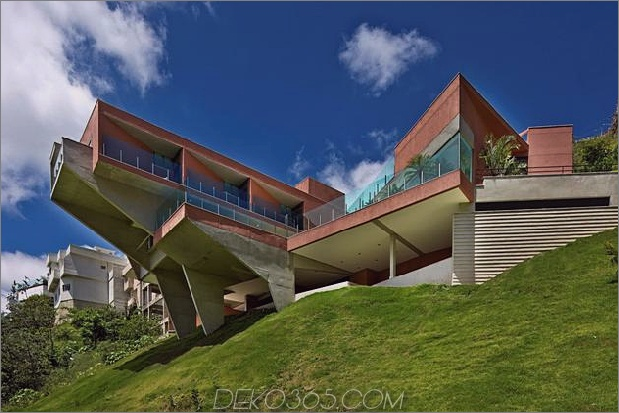 skulpturales Beton-Haus-gebaut auf einem steilen Hang-13.jpg