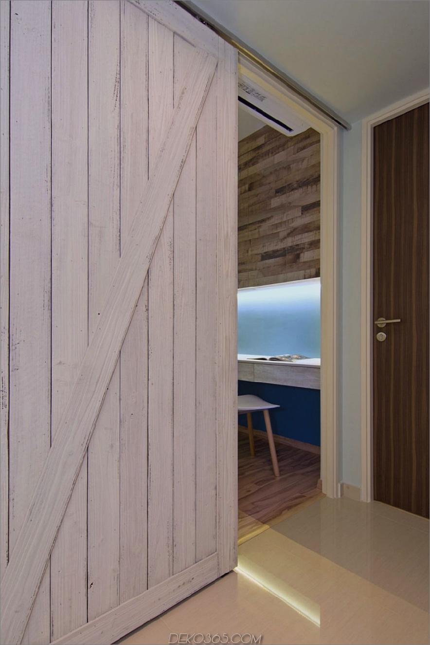 Scheunentüren in einem Strandhaus in Singapur