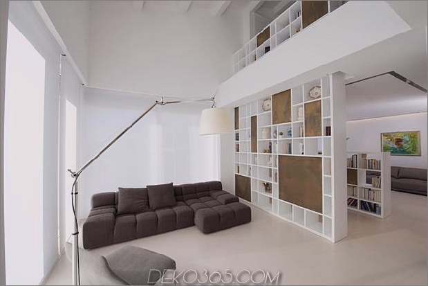 Brünierter Messingkaminfokus des minimalistischen Hauses_5c58f8fdaf3a2.jpg