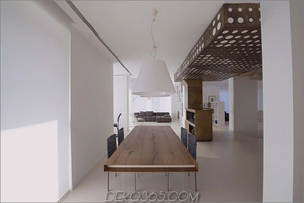 Brünierter Messingkaminfokus des minimalistischen Hauses_5c58f8ff0a402.jpg