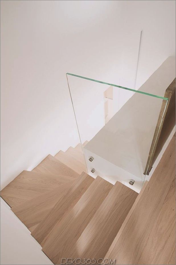 Brünierter Messingkaminfokus des minimalistischen Hauses_5c58f9034ba51.jpg