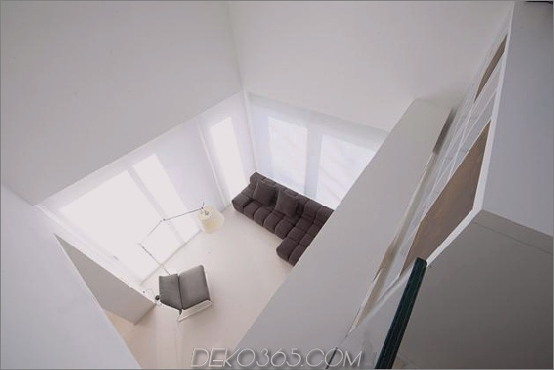 Brünierter Messingkaminfokus des minimalistischen Hauses_5c58f90424e8e.jpg
