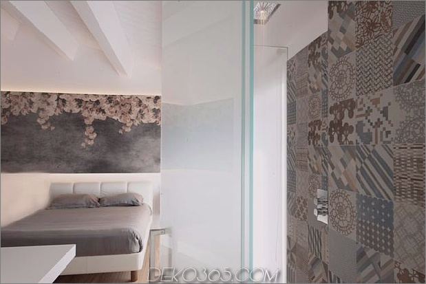 Brünierter Messingkaminfokus des minimalistischen Hauses_5c58f90471f0f.jpg