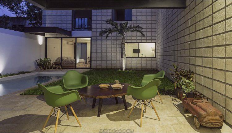 C-förmiges Betonblockhaus umschließt den Innenhof des Swimmingpools_5c58e2cb4b942.jpg