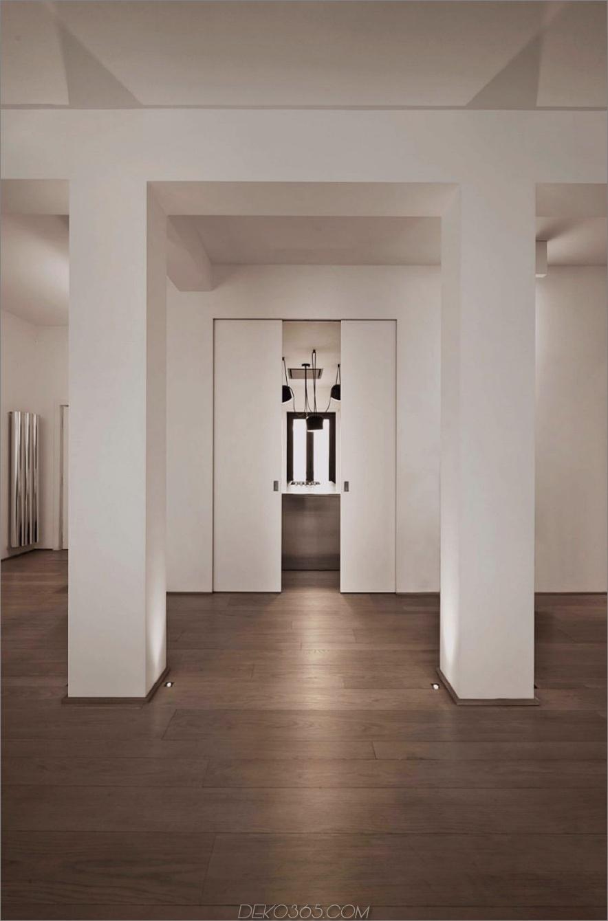 Taschenschiebetüren, die die Küche von großzügigen Wohnbereichen trennen