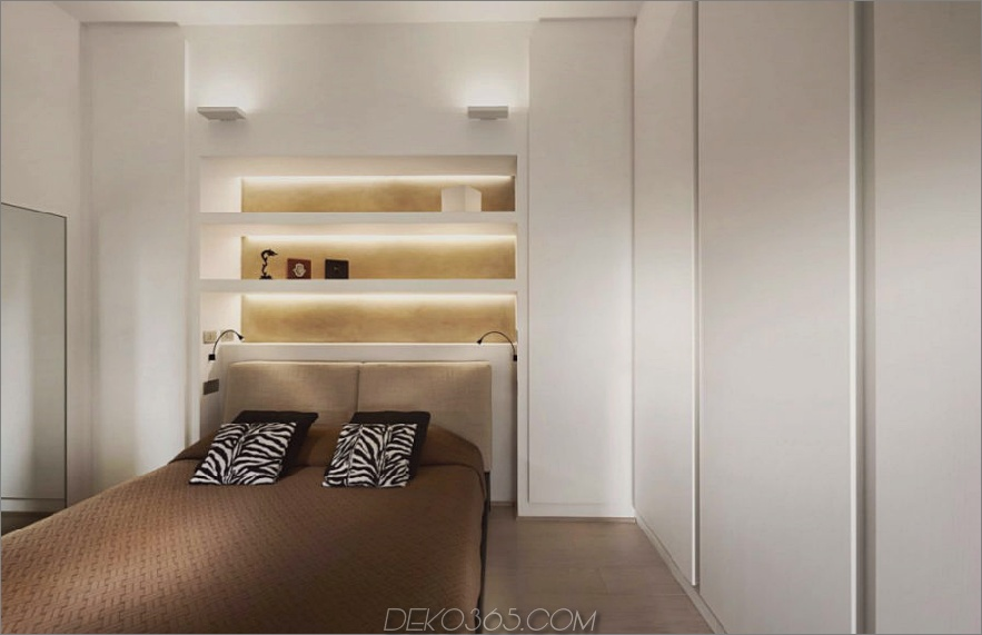 Schlafzimmer mit eingebautem Kopfteilregal