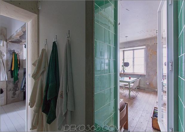 raffiniert entworfen-winzige-wohnung-jahrzehnte-patina-renovierung-5-shower.jpg