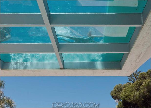 Betonhaus-Pool-Glas-Boden-4-Pool-Bank.jpg