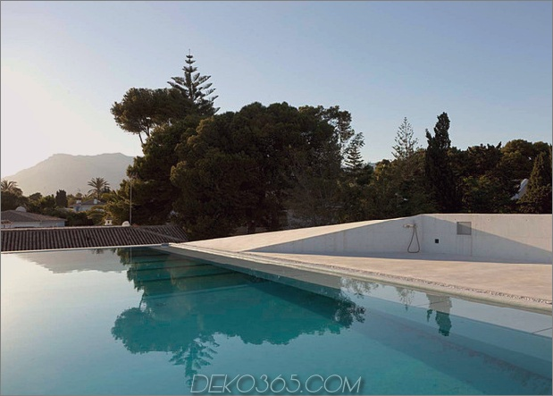 Betonhaus-Pool-Glas-Boden-6-Pool.jpg