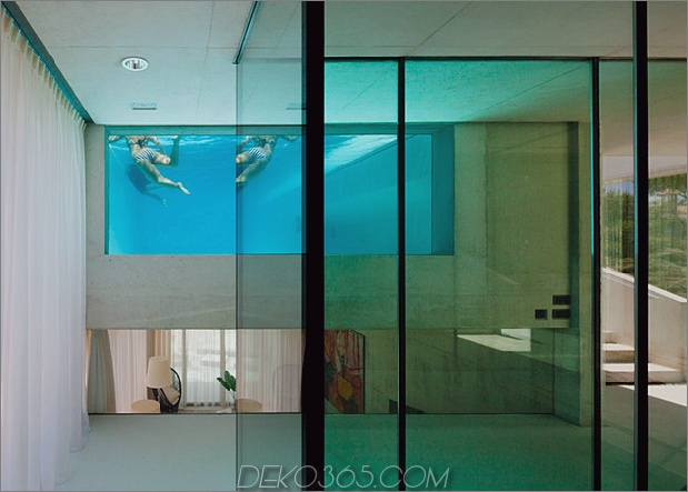 Betonhaus-Pool-Glas-Boden-8-Pool-Fenster.jpg