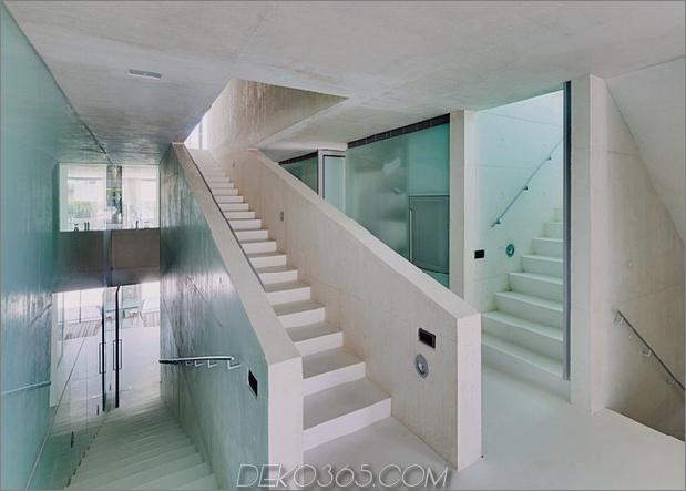 betonhaus-pool-glas-boden-9-treppen.jpg