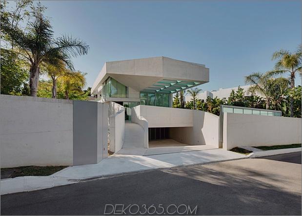 Betonhaus-Pool-Glas-Boden-13-Straße.jpg