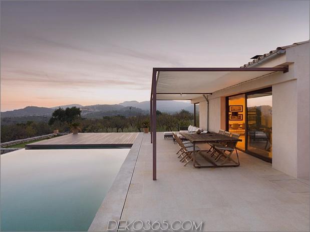 Einfamilienhaus kombiniert Erdetöne-minimalistisch-ästhetisch-5-pool.jpg