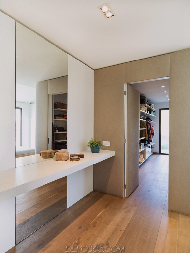 Familienheim-Mähdrescher-Erdtöne-Minimalist-Ästhetik-12-closet.jpg
