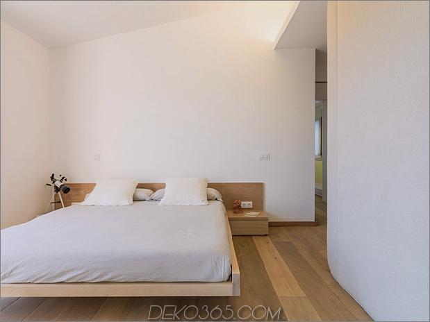 Einfamilienhaus kombiniert Erdtöne-minimalistisch-ästhetisch-14-Master-Bedroom.jpg