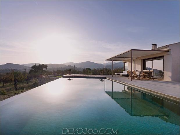 Einfamilienhaus kombiniert Erdetöne-minimalistisch-ästhetisch-15-pool.jpg
