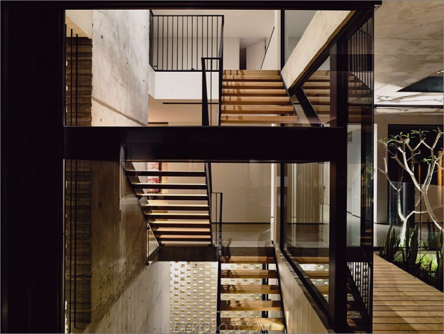 Treppe führt zu  privaten Bereichen