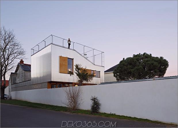Cooles französisches Haus mit gewölbter Aluminiumfassade und Dachterrasse_5c58faaea0eee.jpg