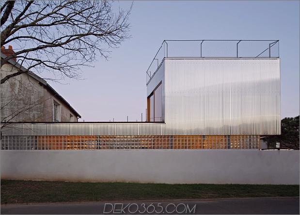 Cooles französisches Haus mit gewölbter Aluminiumfassade und Dachterrasse_5c58faaf15f68.jpg